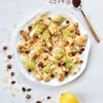 Pieczony kalafior z romanesco, rodzynkami i sosem sezamowo-cytrynowym roasted cauliflower with romanesco raisins and tahini-lemon sauce