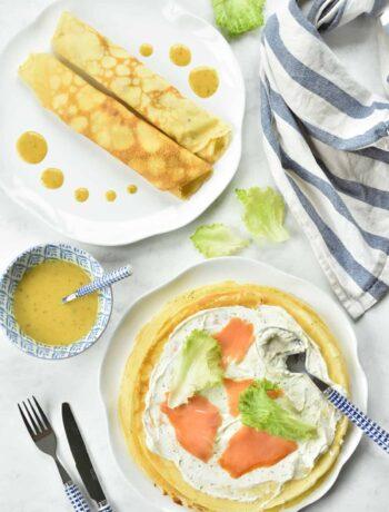 naleśniki z łososiem wędzonym i sosem musztardowo-miodowym pancakes with smoked salmon and honey-mustard sauce