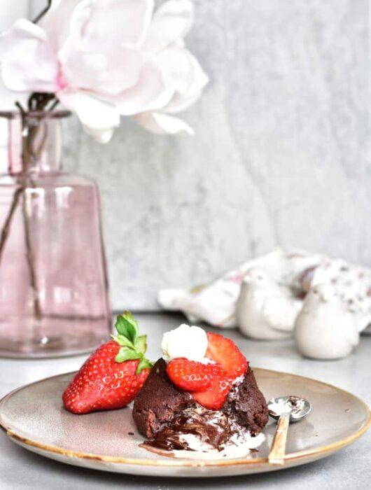 Fondat czekoladowy - ciasto czekoladowe z płynnym środkiem - chocolate lava cake