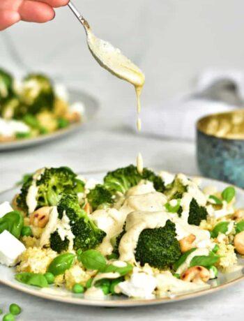 kasza jaglana z brokułami, groszkiem i sosem z nerkowców Millet with broccoli, peas and cashew sauce