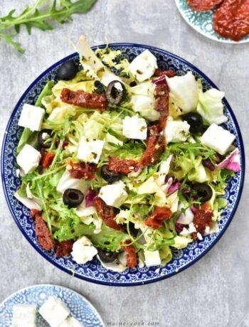 sałatka z suszonymi pomidorami, oliwkami i fetą sun-dried tomatoes, black olives and feta salad