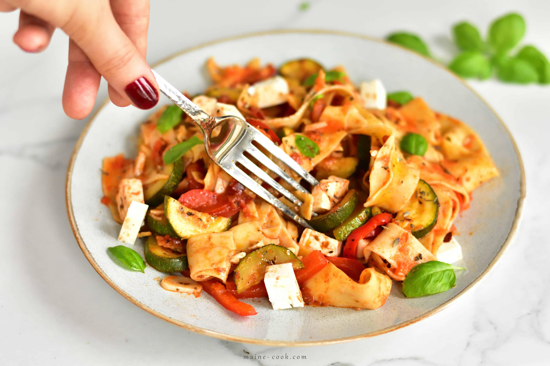 tagliatelle z cukinią, papryką, pomidorami i fetą tagliatelle with zuchini, red bell pepper, tomatoes and feta cheese