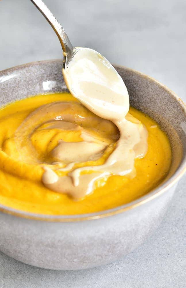 zupa marchewkowo-kokosowa z masłem orzechowym carrot-coconut soup with peanut butter sauce