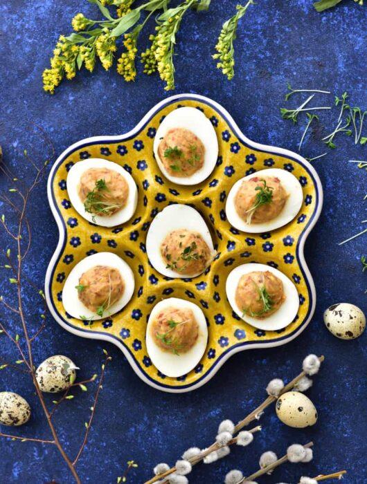Jajka faszerowane suszonymi pomidorami i serem Sun-dried tomato and parmesan deviled eggs