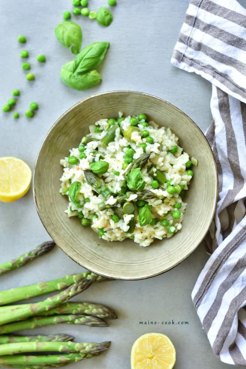 Cytrynowe risotto ze szparagami i zielonym groszkiem Lemony asparagus and green peas risotto