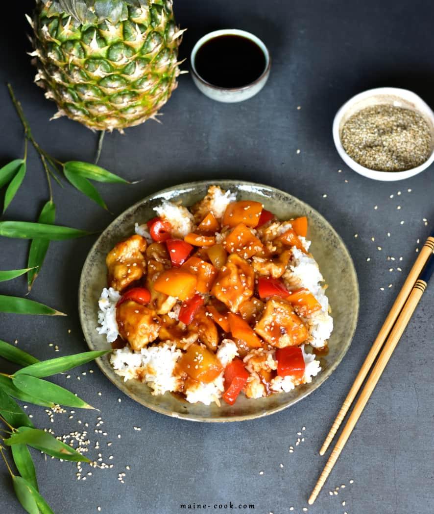 Kurczak w sosie słodko-kwaśnym z ananasem i papryką Sweet and sour chicken with pineapple and paprika