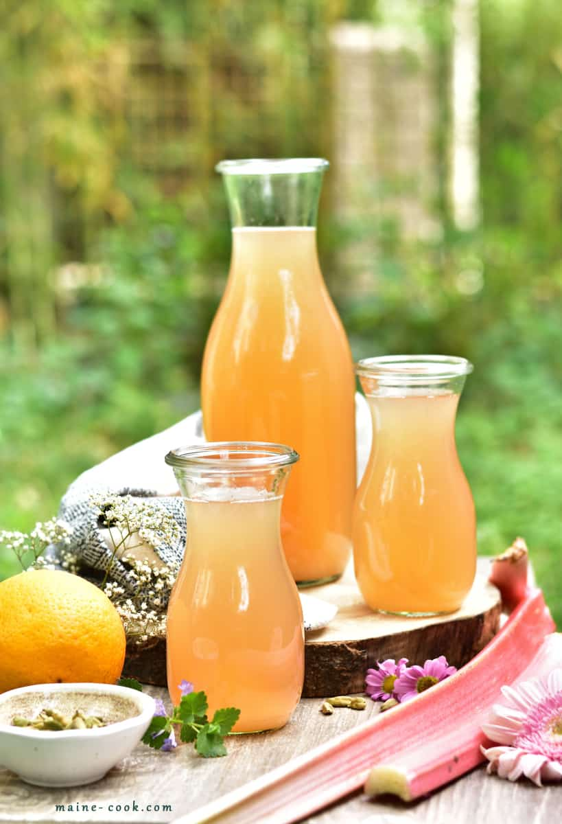 Kompot z rabarbaru z pomarańczą i kardamonem Rhubarb orange and cardamom lemonade