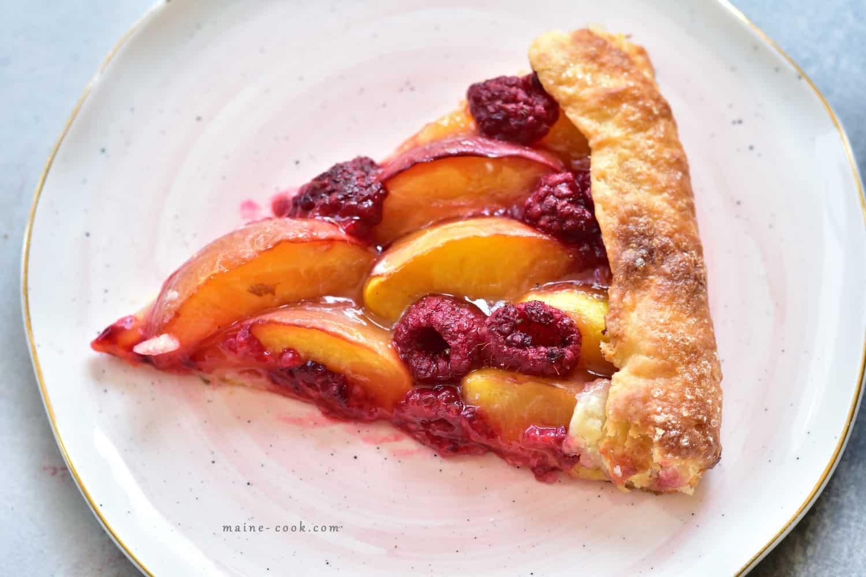 Galette z nektarynkami i malinami Nectarine and raspberry galette