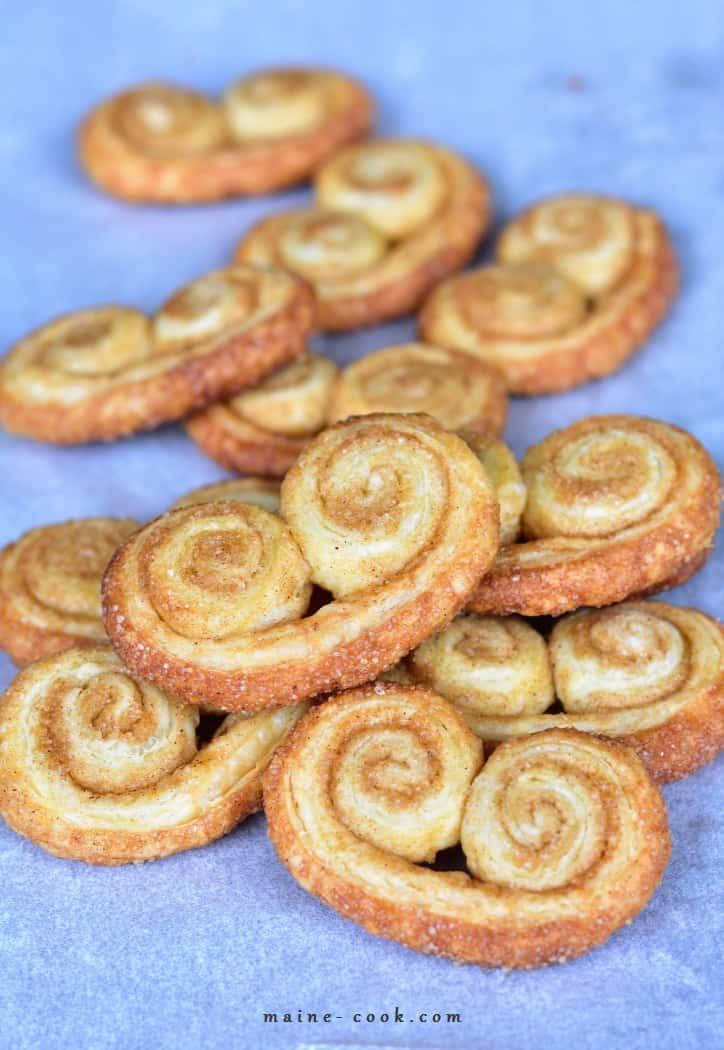 Cynamonowe palmiery – 3-składnikowe ciastka z ciasta francuskiego Cinnamon palmiers – 3-ingredient puff pastry cookies