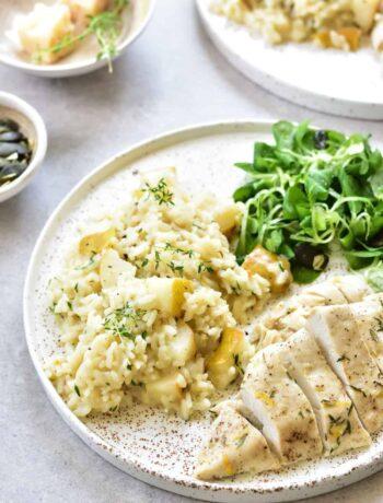Risotto z gruszką i tymiankiem z pieczoną piersią z kurczaka Pear and thyme risotto with lemon thyme chicken