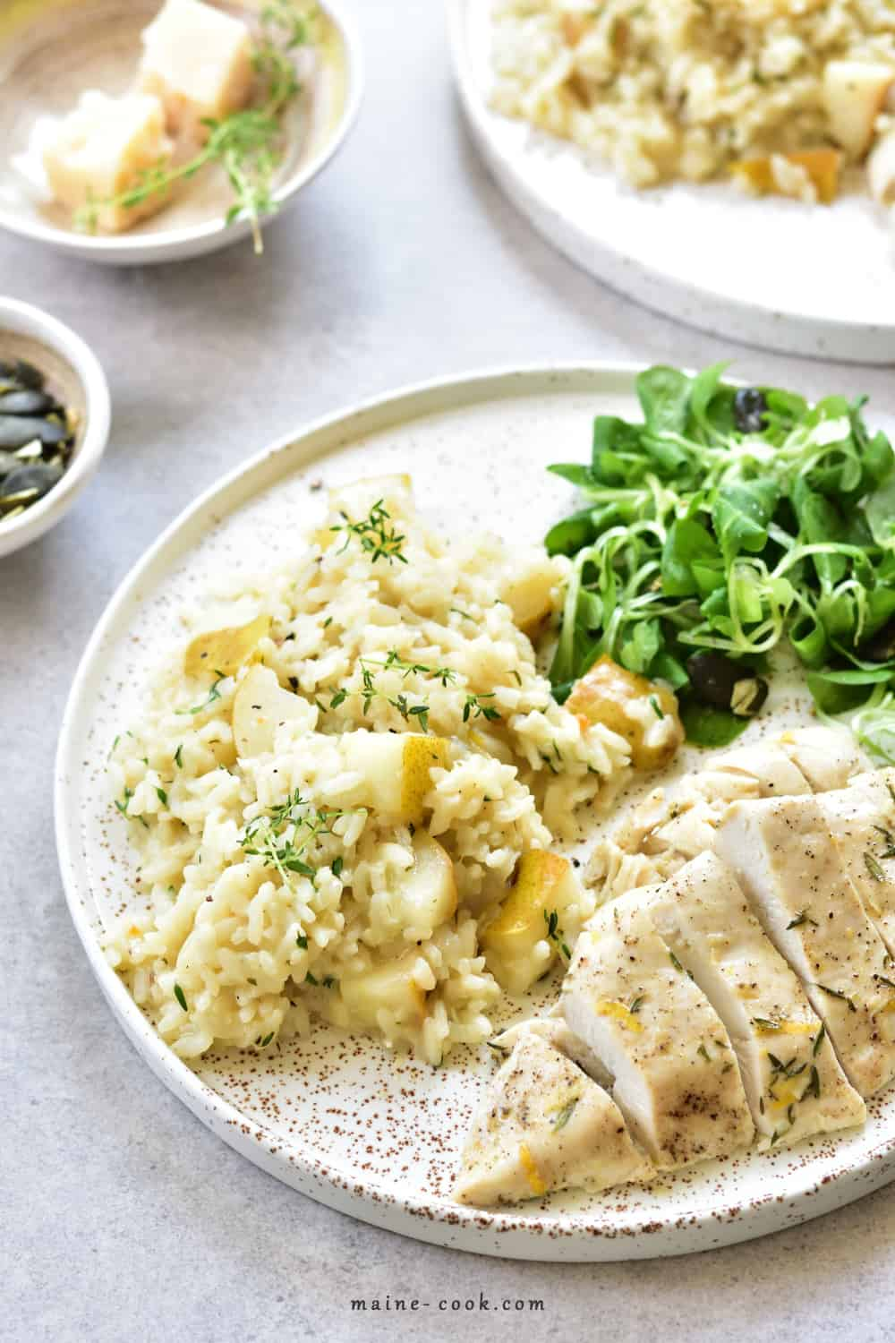 Risotto z gruszką i tymiankiem z pieczoną piersią z kurczaka Pear and thyme risotto with lemon thyme chicken