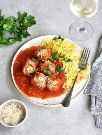 Ricotta meatballs in spicy tomato sauce Klopsiki z mięsem i ricottą w sosie pomidorowym