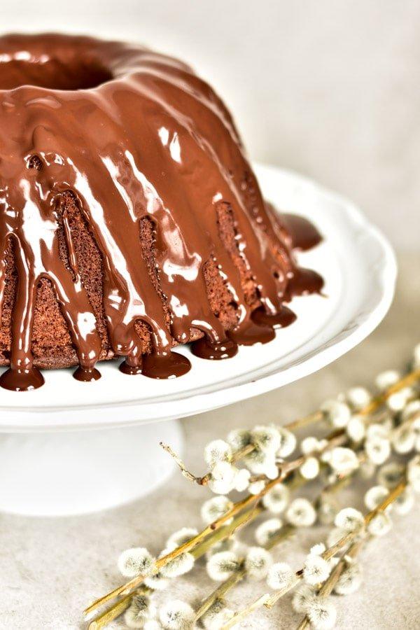 lśniąca czekoladowa glazura babki czekoladowo-pomarańczowej