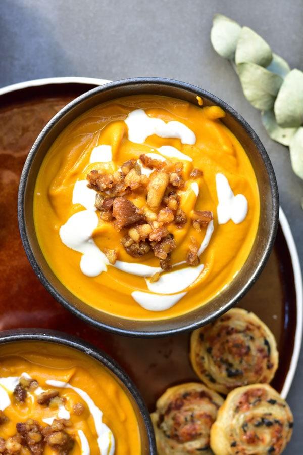 Zupa dyniowa z imbirem, palonym masłem i karmelizowanymi kasztanami