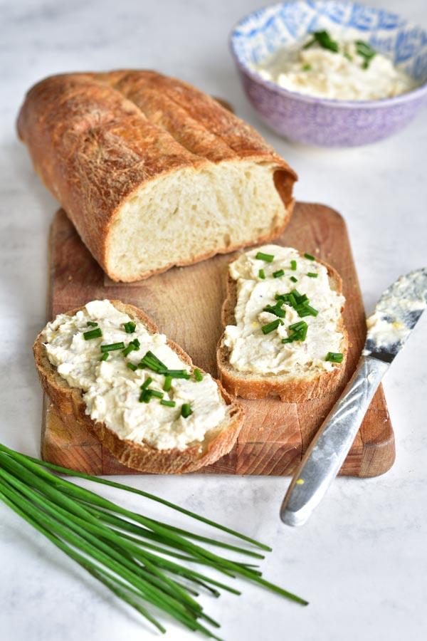 Pasta z wędzonego pstrąga, jajek i sera