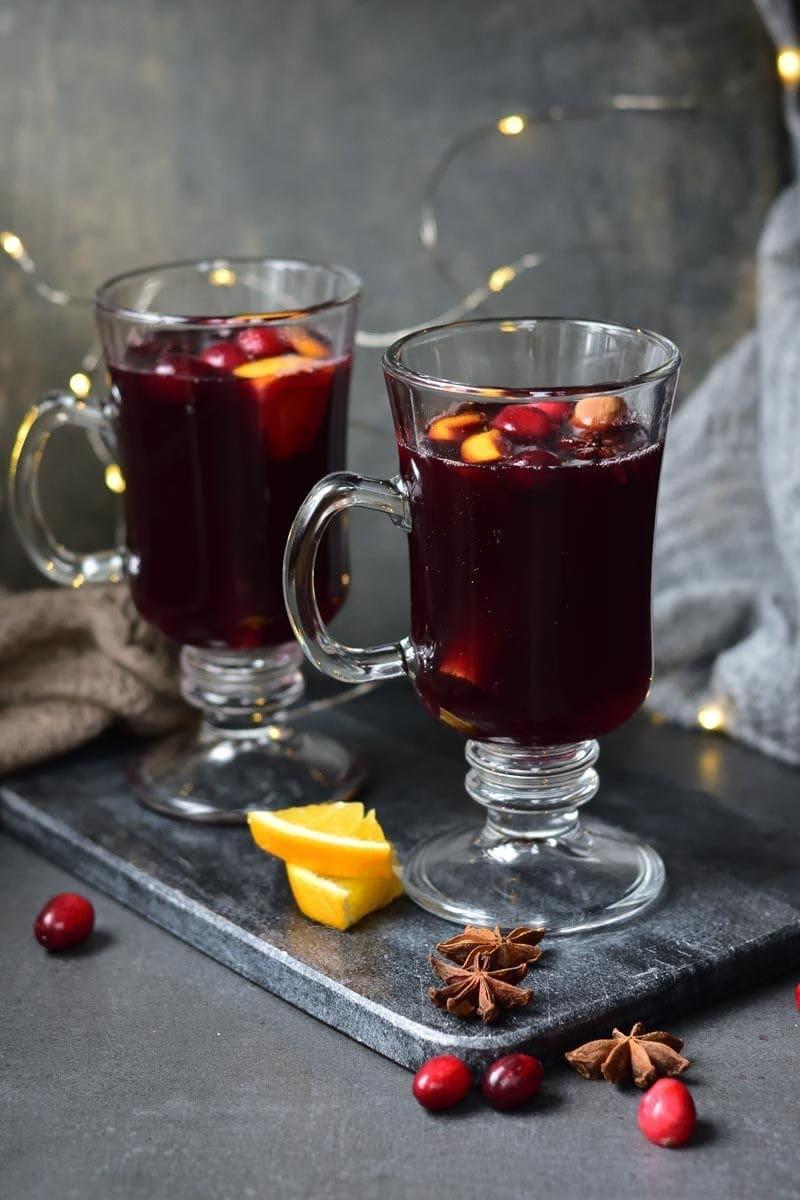 2 szklanki z grzanym winem